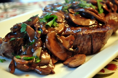 beef tenderloin with mushroom picture